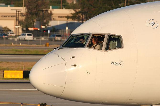 How to Pursue a Commercial Pilot Career